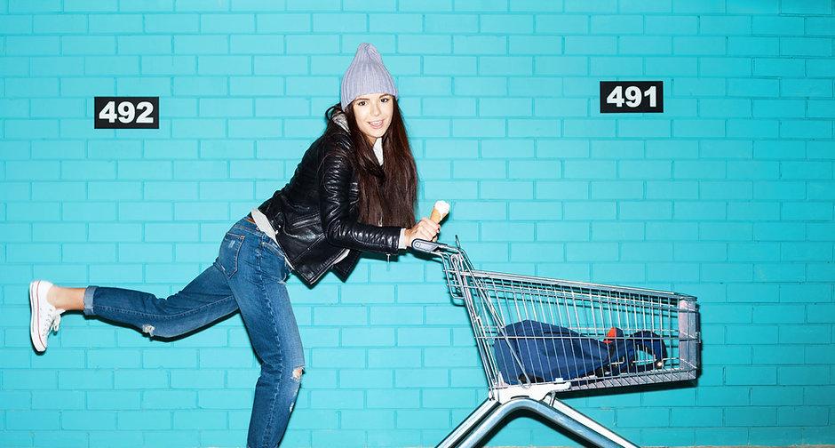Femme Skateboard shopping