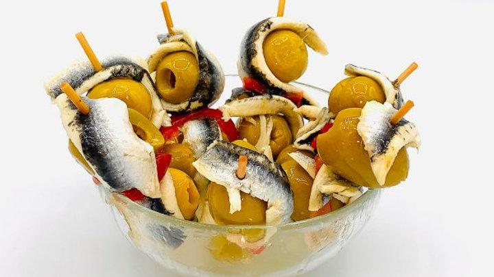 Закуска на шпажке с маринованным анчоусом