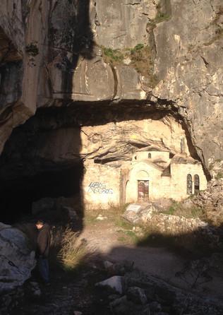 Cave of Penteli - Athens extreme sports.