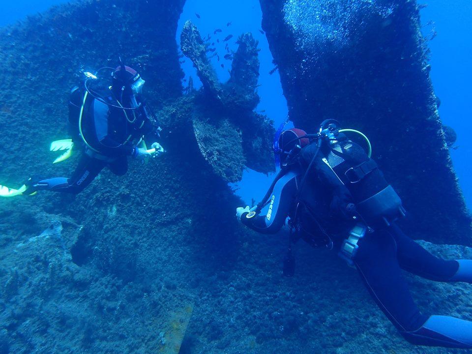 Ship wreck dive