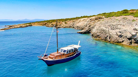Cruises with traditional wooden boat - A