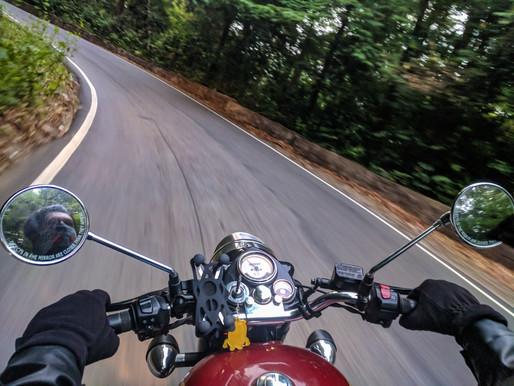 Une moto coûte moins cher qu'une voiture ?