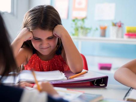 Reconocer la frustración y el enojo en niños que tienen dificultades en la escuela