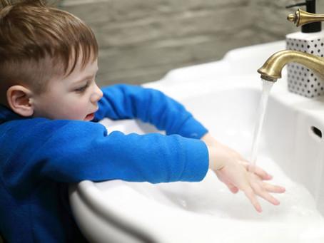Lavarse las manos: Cómo lograr que los niños adquieran el hábito.