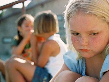 Entender la dificultad de su hijo para socializar