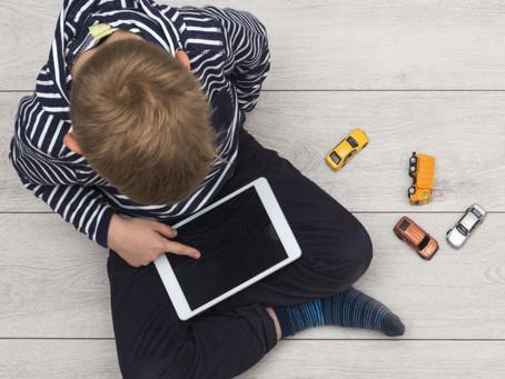 Mientras más televisión y tablets, más problemas de atención a los cinco años.