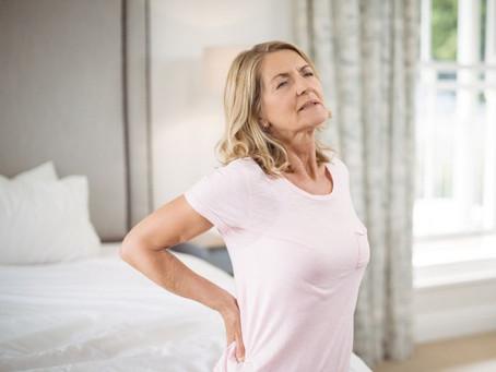 Por qué las noches de insomnio pueden significar más dolor durante el día