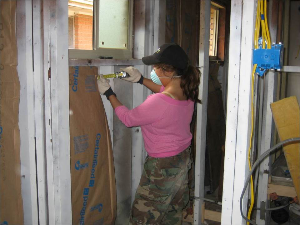 installing-insulation-in-nola-2007