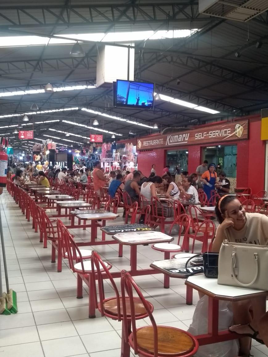 Praça de alimentação para clientes