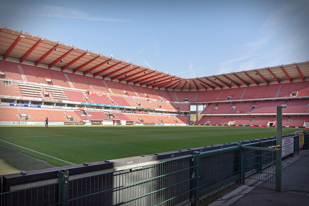 Stand au Fan Day du Standard de Liège by studiomaybe pour la gazette La Meuse