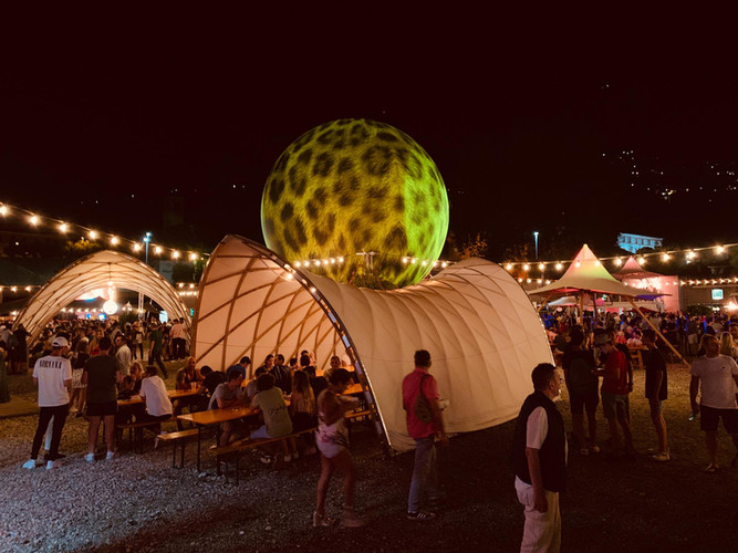 Strohboid-Zelt vermitet am Flim Festival Locarno