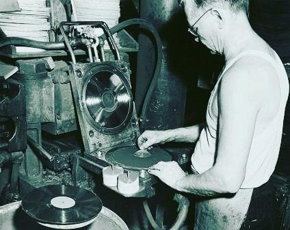 Doktor-News_ Vores kommende album bliver i øjeblikket presset ned på 12'' blank sort vinyl