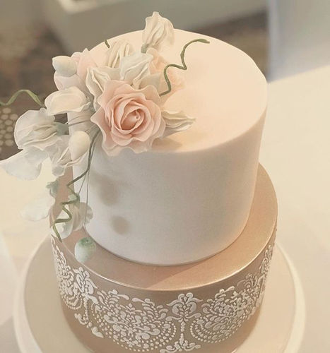I love the sweet peas and rose on this c