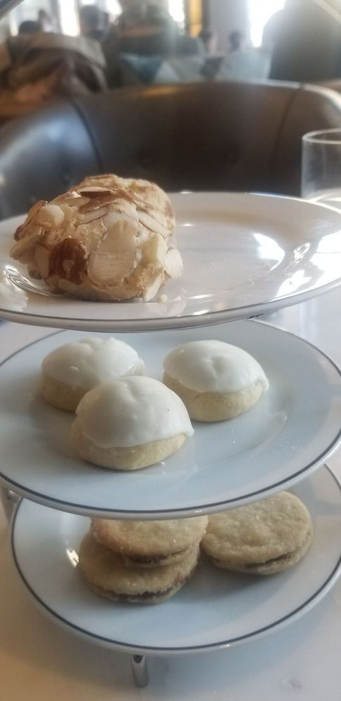 gibson italia cookie tower macadamia nut sugar cookie