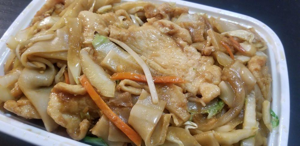China Fast Wok Chicken Chow Fun