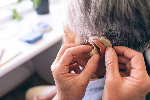 補聴器装着の様子
