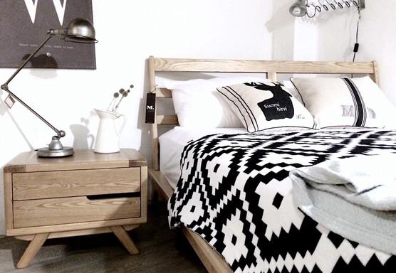 北歐風臥室 北歐床架 北歐床頭櫃 北歐針織毯 工業風桌燈 ASH 梣木 實木床架 北歐抱枕 厚磅棉麻抱枕