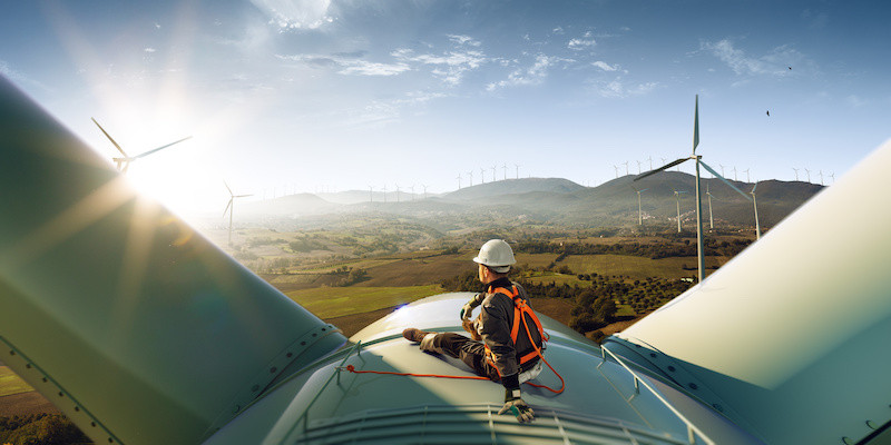 Wind turbine engineer out of sight of colleagues protecting lone working teams with Sky Alert SOS