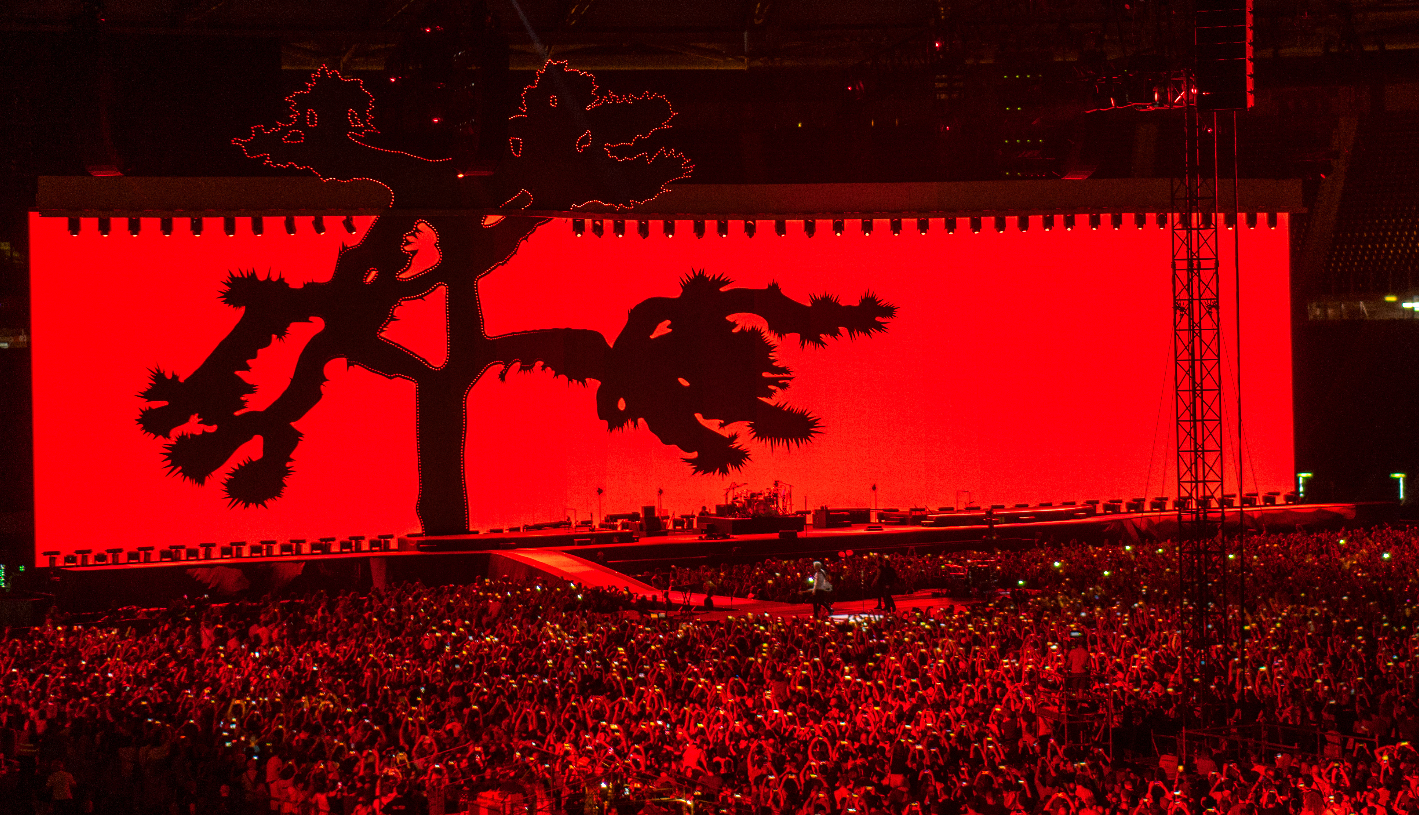 U2_Joshua_Tree_Tour_2017_video_screen_in_red_for_Streets_in_Rome_7-16-17