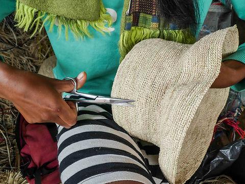 Rafia-Création-chapeau-5.jpg