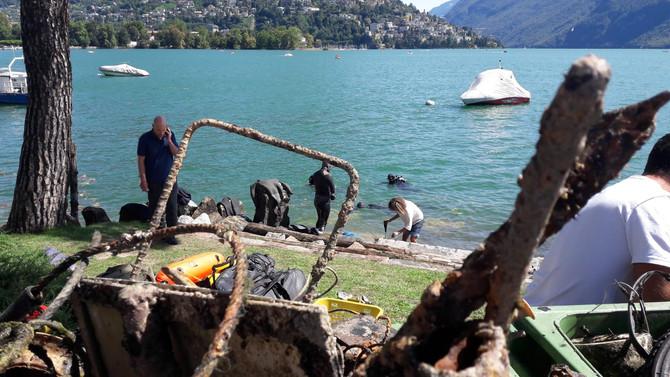 Lugano 26 agosto 2018 - Grandi pulizie nel Ceresio  Tanta ferraglia, ma anche pneumatici, batterie e