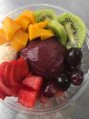 I've been dreaming of acai bowls lately.