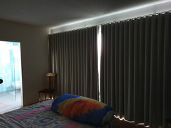 Wave fold curtains in triple weave fabri