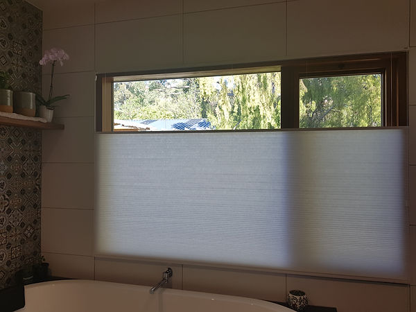 Honeycomb blind in translucent fabric an