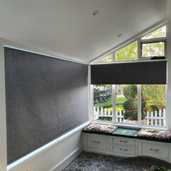 Chain drive roller blinds