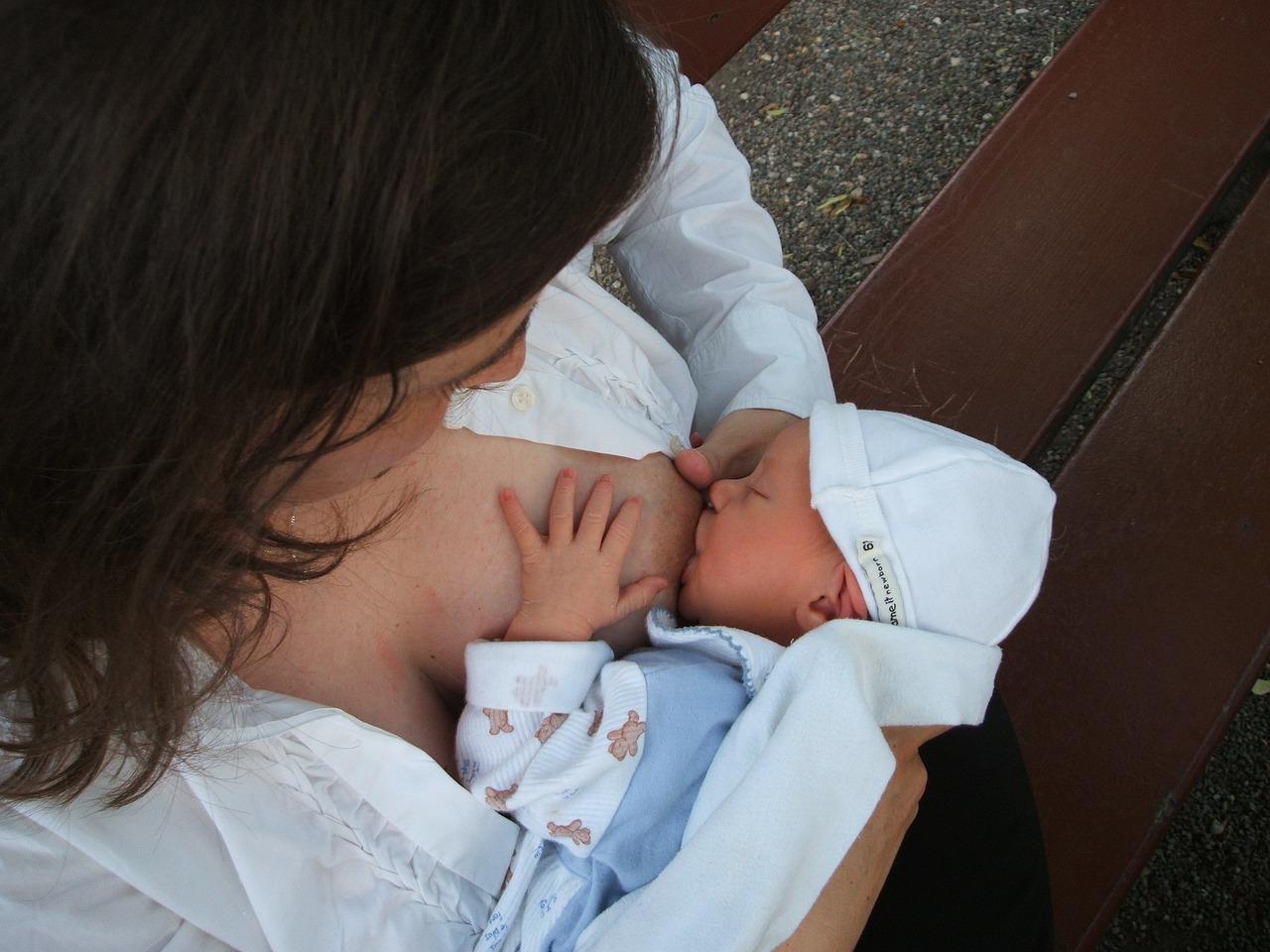 ~breastfeeding-2090396_1280