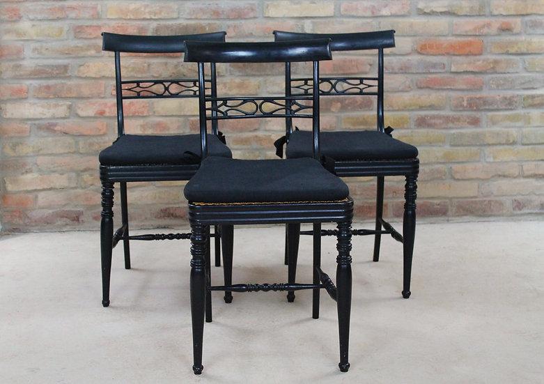 Drei Stühle gefasst um 1850