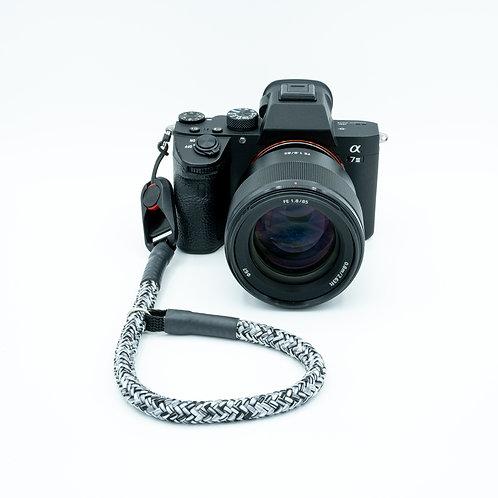Handschlaufe Trageschlaufe für alle Kameratypen schwarz/weiß 10mm Peak