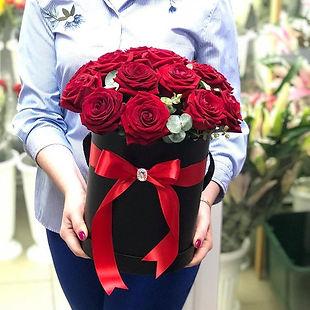 Розы в коробке с доставкой в Домодедово