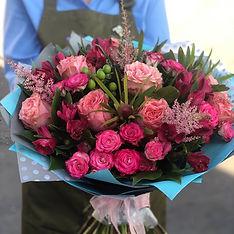 Букет из пионовидных и кустовых роз в Домодедово