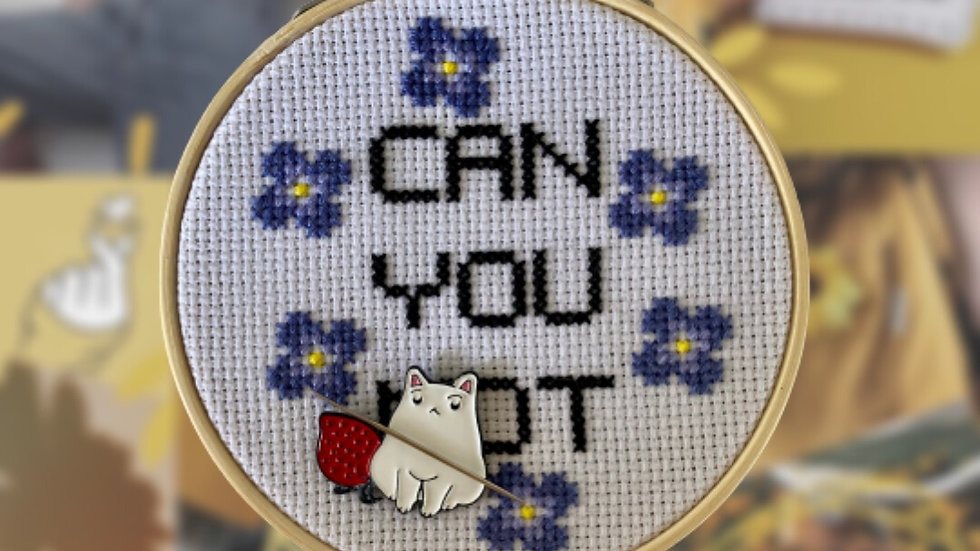Cute Chubby White Cat  Needle Minder