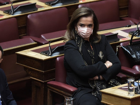 Η Ντόρα αντιμετωπίζει την Ελλάδα σαν τσιφλίκι της!