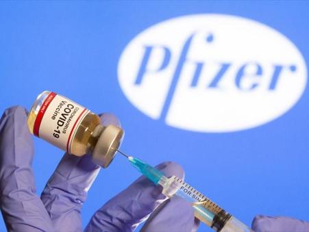 «Τα γυρίζουν» για το εμβόλιο: «Δεν είμαστε σίγουροι αν εμποδίζει τη μετάδοση του νέου κορωνοϊού»