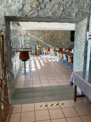Démolition mur en pierre pour élargissement passage salle de restaurant