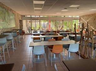 Salle de restaurant rénovée
