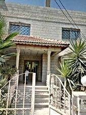 بيت طابقين  على شارعين امامي 16 خلفي 20  واجهه حجر على مساحة أرض 313متر