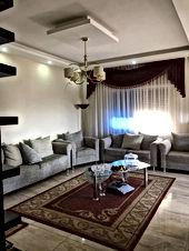 شقة مميزة جدا طابق اول للبيع موقع محاط بالفلل وقريب من كافة الخدمات