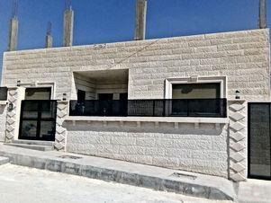 بسعر مغري - بيت مستقل حديث البناء للبيع في منطقة البيضاء على أرض 500 م ومساحة البناء 230 م