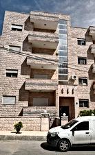 شقه استثماريه للبيع مؤجره بدخل سنوي 2400دينار  في شارع الاستقلال