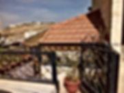 شقه للبيع مطله في ربوة عبدون قريبه من المكافحه مساحة 125 م