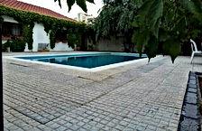 قطعة ارض في الكماليه مساحتها 806 متر سكن ب عليها بيت ريفي للبيع