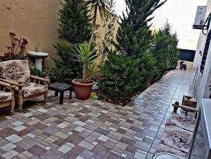 شقة فخمة 180م مع حديقة وترسين 160م مرج الحمام قرب المدارس العالمية طريق المطار