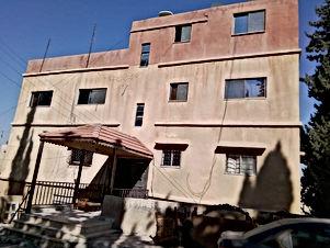 عمارة للبيع في جبل الحسين حي الصناعه عند مدارس عبد الحميد شرف