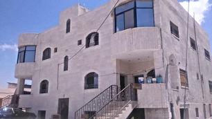 عمارة سكنية للبيع مكونة من تسوية وطابقين