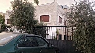 منزل طابقين 230م ثلاث شقق على ارض مساحتها 1350م من المالك مباشرة