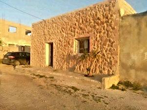 بيت مستقل قديم للبيع مساحة 84 متر مربع